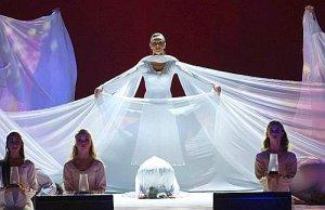 Jóvenes danzantes en la Vigilia con el Papa.