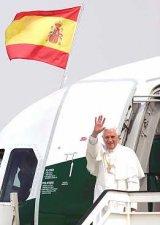 El Papa Benedicto XVI llega a Valencia e inicia su primera visita a España, con dos días de duración, y en los que participará en el V Encuentro Mundial de las Familias.