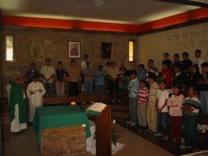 Como iniciamos el Encuentro en la Capilla, allí lo terminamos con la Celebración de la Santa Misa.