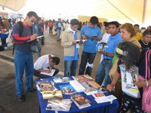 Algunos jóvenes visitaron nuestra expo y conocieron nuestro trabajo como jóvenes sin fronteras.