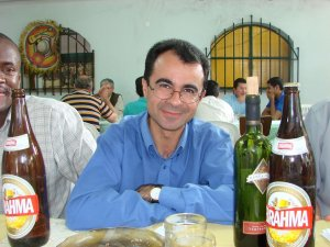 P. Lindomar, animador de la filosofía, con unas cuantas cervezas y vino. Jejejeje.
