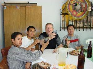 Iz. a dr.  Carlos, de Paraguay. Rubén, de Bolivia, P. Sante, Italia. Ángel, de México