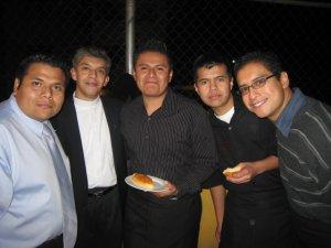 más seminaristas, de la comunidad de Filosofía Scalabriniana, junto con padre Eduardo