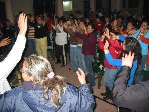 El mismo Grupo de Ameca, Jal.  cantando y bailando.