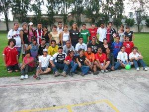 Jóvenes de las Parroquias de San Marcos, San Rodrigo Aguilar y el Divino Salvador en día de campo en el Seminario San Carlos de Guadalajara, Jal.