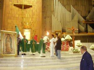 La Celebración Eucarística se llevó a cabo en la Basílica de Guadalupe. Fue Presidida por Mons. Monroy, rector de la Basilica y concelebrada por los Padres Fernando, Abraham (Scalabrinianos) y el p. Mario (Dioc. de Tehuacan).