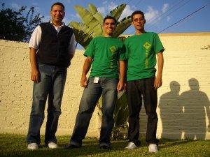 Teo, Fabio y Gerardo la Comunidad Teológica de Sao Paulo, Brazil con alegría espera su llegada.