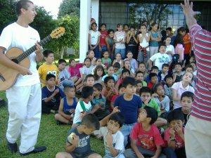 Enrique junto con Alejandro aminaron con los cantos.