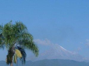El Pico de Oriza se aprecia desde la Parroquia.