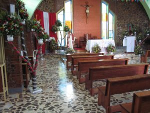 La capilla, preparada para la fiesta patronal.
