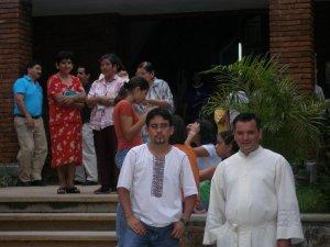 Padre Fernado y Marcos, al final de la celebración.