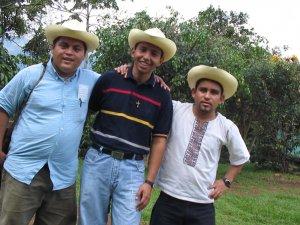 Victor, Juan Martín y Marcos, los seminaristas que estuvieron en la comunidad de Corazón de Jesús Piña.
