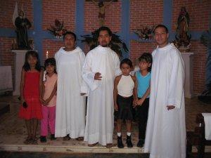 la foto del recuedo con algunos de los niños.