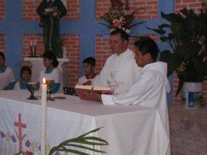La celebración Eucarística, precidida por el P. Fernando Cuevas, promotor vocacional.