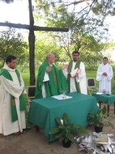 nuestro día cuarto se concluye con la celebreación de la santa misa...parta dar gracias al buen Dios por este día