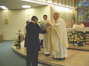 Ofrendas significativas Scalabrinianas fueron presentadas junto con el Pan y el Vino.