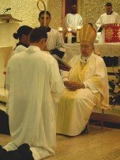 Leandro hizo las Promesas frente al Obispo de cumplir con sus responsabilidades que el Diaconado conlleva.