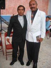 Padre Hector con el Señor Leo Zamorano Ruelas, Maestro de ceremonias.