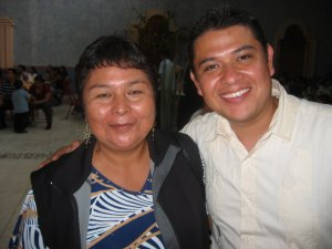 El Seminarista Jaime, feliz con su Madre.