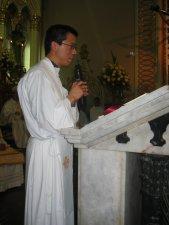 El Padre Miguel Ángel Ramírez Lepe le da al Padre Héctor la benvenida a la Provincia de San José (Argentina, Chile, Uruguay y Bolivia).
