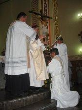 El Señor Obispo dice la Oración Consecratoria.