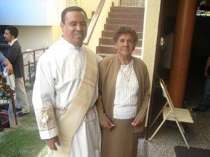 El Diácono Esvin, acompañado de su mamá y de su comunidad parroquial, diocesana y scalabriniana, además de la Pia Sociedad de San Cayetano...