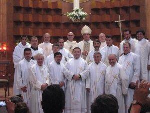 la comunidad scalabriniana agradece a Dios y a Mons. José Leopoldo el don que han dado a nuestro nuevo Sacerdote Lorenzo Chaidez