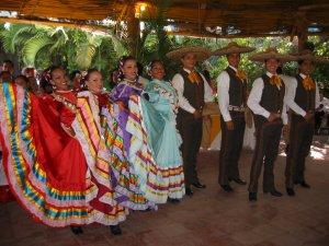 El Ballet Folclórico  Guadalajara nos deleitó con unos bailables, típicos de nuestra Tierra Mexicana.