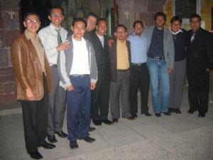 Padre Alejandro con unos Seminaristas.