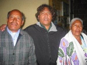 Padre Fausto de Puebla con sus Papás.
