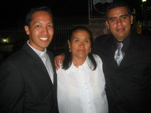 Padre Alejandro, la Madre del Padre Lino y el Padre Lino.