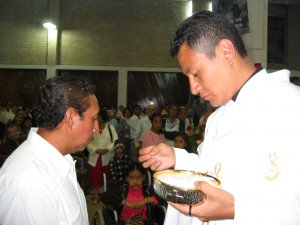 ... y en seguida a su Padre,  el Señor Humberto.