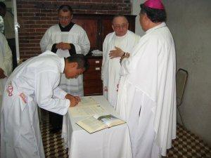 Humberto firmó el Acta.
