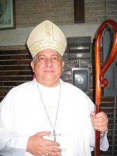 .. por la Imposición de Manos y la Oración Consecratoria del Señor Obispo Don Eduardo P. Patiño Leal, 1er. Obispo de Córdoba, Ver.
