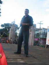Armando Zaragoza, alias Chayanne, interpretó unas canciones de la nostalgia para el terruño, que hicieron brotar lágrimas de los ojos de los Migrantes presentes.