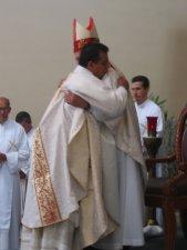 Primero el Obispo...