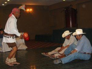 """... la típica """"danza del venado""""."""