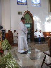 ... y Tomás manifiesta delante de toda la Comunidad el deseo de ejercer su servicio sacerdotal para bien de todos.