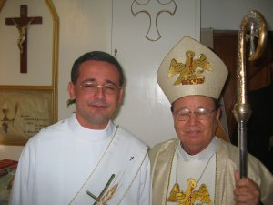 El Señor Obispo Benjamín Jiménez Hernández, Obispo de Culiacán, Sinaloa, junto a Tomás, antes de la Ordenación Sacerdotal.