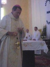todos unidos, como el incienso, hemos elevado nuestra mirada al Dios de la vida para que consagrara a Luis Andrés