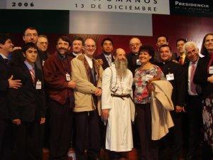 Los Misioneros Scalabrinianos encabezados por el P. Antonio Tapparello, superior provincial fueron testigos de tan prestigioso evento para uno de sus hijos aqui con algunos voluntarios y laicos scalabrinianos