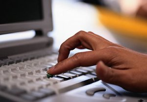 Si el inmigrante contacta un trabajo, deberá comunicarse con el patrono para que le pida la visa.