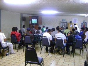 los migrantes son ahora atendidos por los jovenes postulantes
