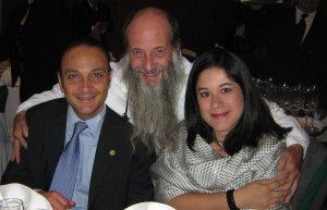 El Mtro. Mauricio Fada V visitador de la CNDH y su distinguida esposa Lic. Diana Salazar, unidos al amigo P. Flor en este magno evento.