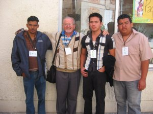 Con unos jóvenes de la Col. El Terrero, Parroquia de El Verde, Jal.