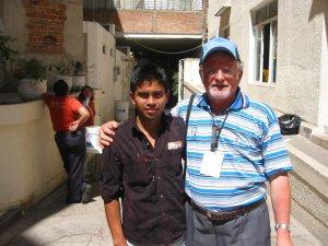 El Padre Román con su amigo-tocayo Mauricio Román de la Col. Lomas de Oblatos, Guadalajara, Jal.