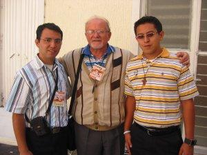 Los Seminaristas de San Carlos Damián y Daniel acompañaron al Padre Román.