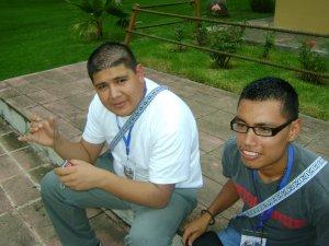 Iván de Puerto Vallarta y Ra`´on de Puente Grande, Jalisco charlando antes de iniciar con el Preseminario.