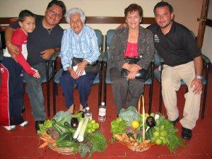 ... invitamos a las Mamás de los Padres Chan y Fernando, para que dieran su testimonio, respecto a la vocación de sus hijos.