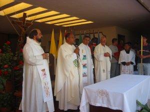 Iniciamos la Celebración Eucaristica para agradecer a Dios por el éxito de este encuentro